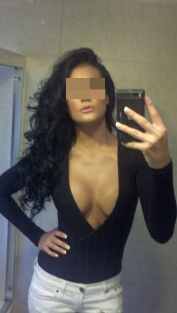 Fille arabe sexy désire de jolies biroutes à sucer à Lyon