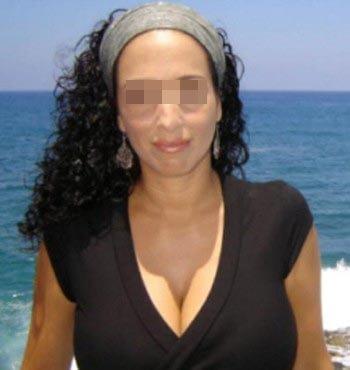 Femme arabe chaude pour un jeune homme séduisant sur Toulon pour une baise hard